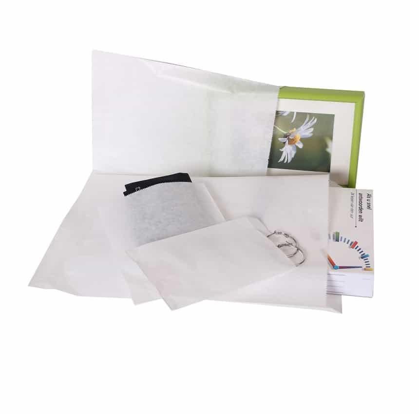 Białe papierowe torebki w różnych rozmiarach